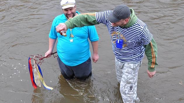 Vodáci zahájili sezónu odemknutím řeky Bíliny