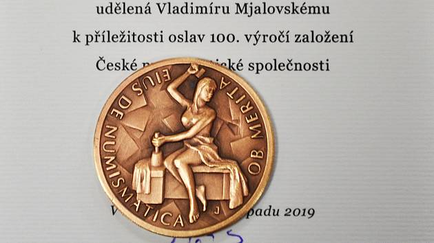 Numismatik Vladimír Mjalovský z Teplic získal ocenění.