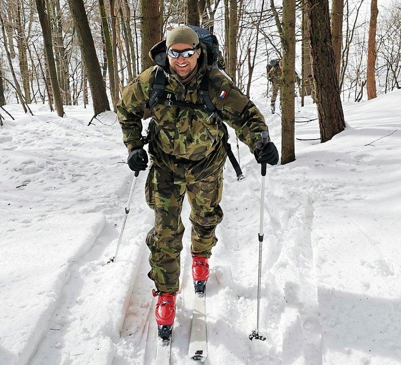Vojáci vyjeli do Krušných hor, kde na ně čekal výcvik na sněhu a ledu.