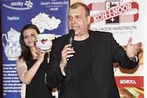Porcelánové nočníky z Dubí vynesly pro nedonošená miminka přes 360 tisíc.