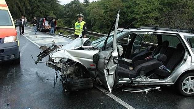 Nehoda v Bořislavi, střetla se dvě vozidla, 30.9. před 8. hodinou