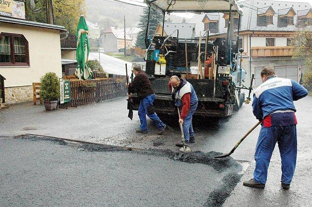 V Mikulově opravovali silnici