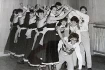Kankán v roce 1988. Taneční klub při KPS v Moravských Budějovicích svým vystoupením sklízel úspěchy v blízkém i širokém okolí díky skvělé choreografii a vedení tanečních mistrů - manželů Brychových.