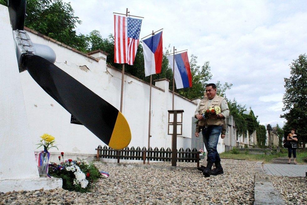 U památníku v Duchcově uctili památku zahynulých amerických letců