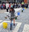 Barevný den, akce zaměřená na třídění a recyklaci odpadů na náměstí Svobody v Teplicích
