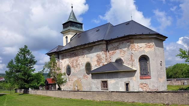 Kostel Nanebevzetí Panny Marie v Cínovci.