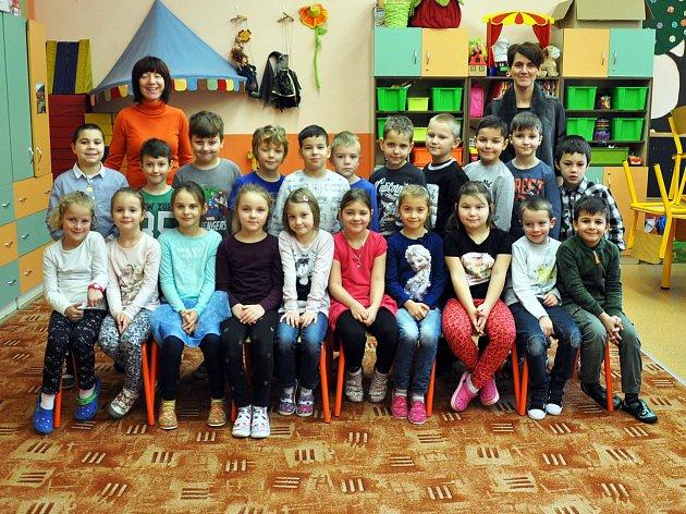 Na fotografii jsou žáci ze ZŠ Verdunská vTeplicích, 1.B třída.
