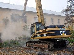 Zahájení demolice kasáren v Bílině.