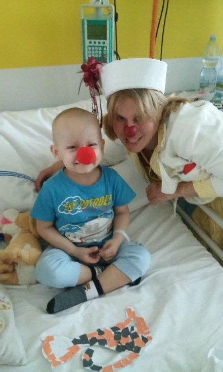 Pětiletého Románka, bojujícího se zhoubným nádorovým onemocněním, čeká transplantace kostní dřeně.