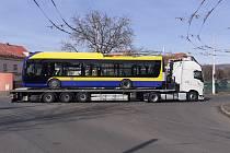 Do trolejbusového depa v Teplicích přivezli v březnu pět nových parciálních vozů.