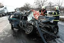 V úterý ráno před šestou hodinou došlo u obce Velemín na Lovosicku na silnici první třídy k tragické dopravní nehodě