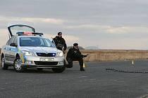 K hození pásové ježury před vozidlo bývá důvodem chování řidiče pod vlivem alkoholu, návykových látek, jízda přes zákaz řízení nebo další závažná trestná činnost.