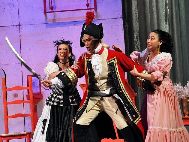 Evropská hudební akademie Teplice připravila operu Gioacchina Rossini Lazebník Sevilský v podání mladých pěveckých a dirigentských talentů u Kanady, USA, Austrálie a Číny.