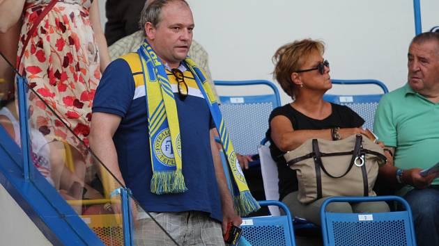 Herec Marek Taclík na fotbale v Teplicích