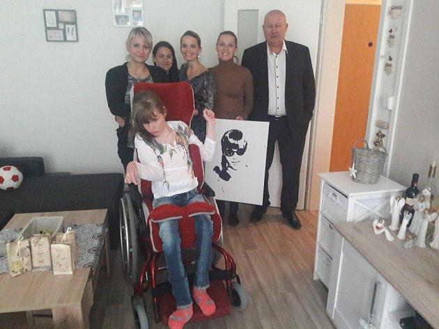 Oficiální předání bytu rodině handicapované Terezky.