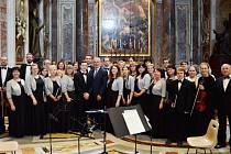 Soubor Collegium hortensis doprovázel mši v bazilice sv. Petra ve Vatikánu