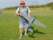 Na modelářském letišti Modelpark Suché nedaleko Modlan na Teplicku začalo Mistrovství světa leteckých modelářů kategorie combat, které potrvá až do neděle 19. srpna. Na snímku Martin Eliáš z Litomyšle.