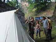 Na hradě Rýzmburk v Oseku se o víkendu pracovalo.