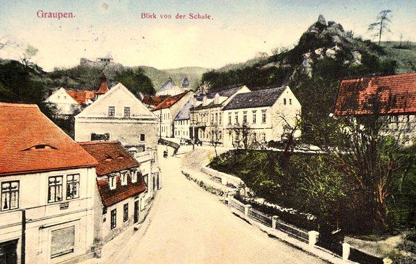 Historická fotografie spohledem na část Krupky.