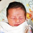 DANNY ZDVYHAL se narodil Martině Fialové z Teplic 3. 11. ve 3.22 hod. v teplické porodnici. Měřil 51 cm a vážil 3,25 kg.