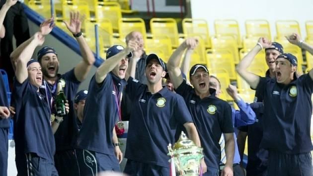 Po šesti letech se fotbalisté Teplic a jejich fanouškové dočkali velkých oslav. Po vítězství teplických fotbalistů se Slováckem (27. 5. 2009) přivezli pohár vítězové ukázat na teplický stadion Na Stínadlech. Oslavy ukončil ohňostroj.