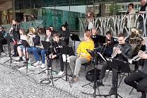 Hudbu do teplických ulic přinesli studenti konzervatoře.