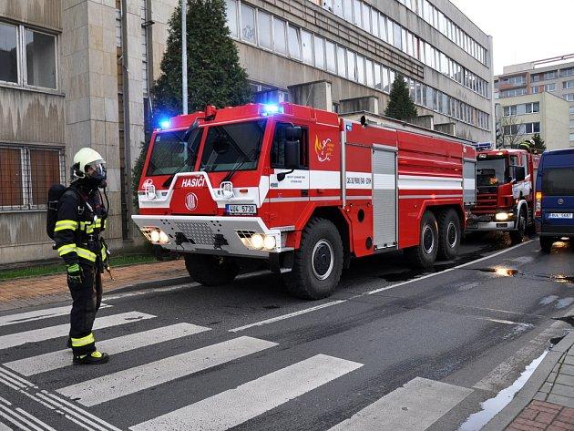 Požár ve vybydlené budově bývalého sídla KSČ a VZP.