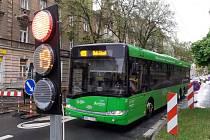 Omezení dopravy v Duchcovské ulici v Teplicích.