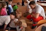 Členové místní skupiny Českého Červeného kříže Novosedlice, Dubí, Proboštov učili v družině ZŠ Edidonova v Teplicích první pomoc.
