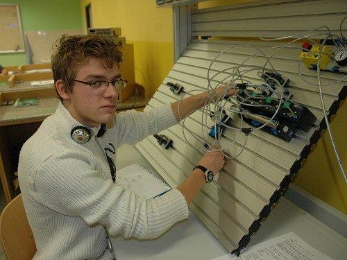 Otevření nové učebny na Střední škole technické AGC