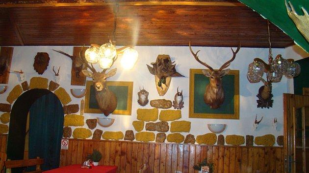 Interiér restaurace v zámečku Dvojhradí.