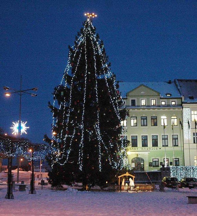 Vánoční strom na náměstí Svobody v Teplicích