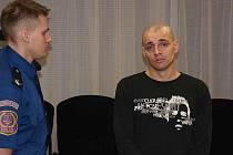 Nejméně deset let vězení hrozí jednatřicetiletému Ladislavu Skeřilovi.