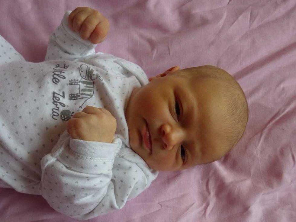 Eliška Šmrhová se narodila Tereze Neburkové  z Bíliny 29. září ve 13.14 hod. v  kadaňské porodnici. Měřila 50 cm a vážila 3,38 kg.