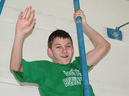 Mladší žák Pavel Vaňásek z teplické ZŠ Buzulucká (na snímku) zvítězil ve své kategorii ve šplhu na tyči časem o vteřinu horším než starší žák Pátek na laně