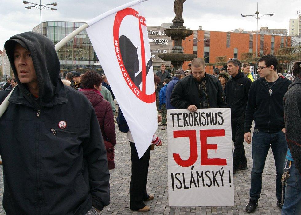 Z demonstrace proti islamizaci v Teplicích