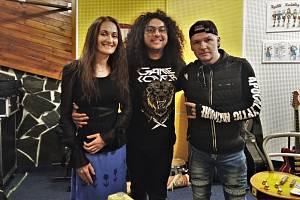 Kapela Melodica z Bíliny si na nové album Rockový srdce pozvala hosta vskutku hvězdného. Patrik Bartko (uprostřed) je kytaristou v kapele Marka Ztraceného.