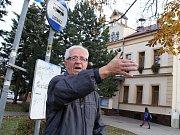 Obec Újezdeček, Josef Punčochář. Žije tu už 80. let, nelíbí se mu, jak se obec zadlužuje. Proto chtěl ve volbách změnu. Volil opozici stávajícího vedení obce.
