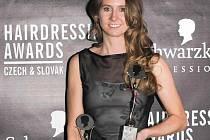 Dvojnásobná kadeřnice roku Jana Burdová letos proměnila 3 nominace ze šesti  a připsala si na svůj účet trofej z nejcennějších. Její svěřenkyně, Eva Husáková, se stala Objevem roku 2010!