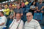 Jiří Kabourek (vpravo) na fotbalovém utkání v Teplicích