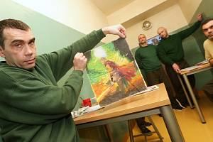 Deník navštívil vazební věznici v Teplicích.  Mimo jiné zde vznikají umělecká díla v podobě maleb a grafitů.