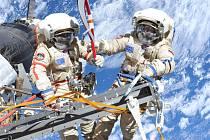 Vesmír - Oleg Kotov a Sergey Ryazanskiy