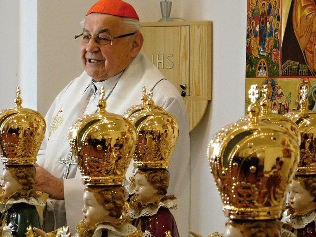 Kardinál Vlk požehnal Jezulátkům zDuchcova
