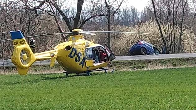 Nehoda auta a motorkáře mezi Osekem a Hájem u Duchcova.