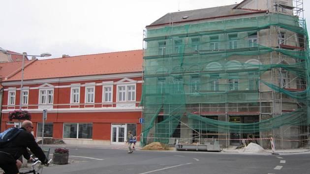 Opravy na náměstí v Bílině