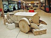 OC Fontána vystavuje Model dobového automobilu