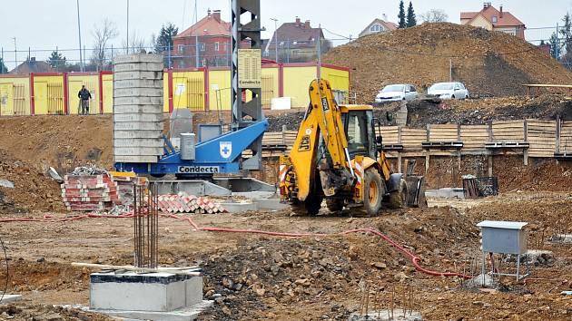 Stavba zimního stadionu v Teplicích.