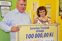 Finanční dar ve výši 100 000 korun dostala teplická nemocnice od podnikatele Jaroslava Třešňáka.