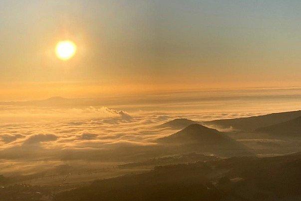 Východ slunce z Milešovky