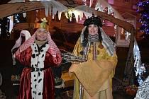 Betlémské postavy mohli lidé potkávat o posledním předvánočním víkendu v okolí teplického zámku.